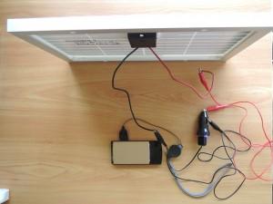 超小型太陽光パネルとシガーライターUSB変換器充電